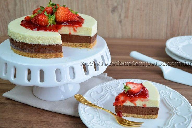 Receita de Torta mousse de chocolate com morangos - Hershey's passo-a-passo. Acesse e confira todos os ingredientes e como preparar essa deliciosa receita!