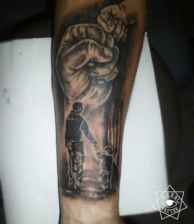 Choque de manos, choque de puños...#tatuajes #vzlatattoo #unarayamas #vnzela #tattoo #ink #blacktattooart #tattoovenezuela #venezuela #padrehijo #workart #encarupano #merkcy