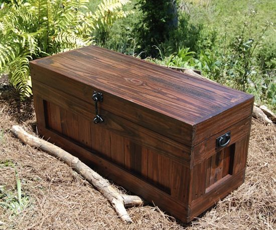 This pallet hope chest is more than just a furniture piece, it's a success story. Candice and Mike Jenness have turned their passion into a business.