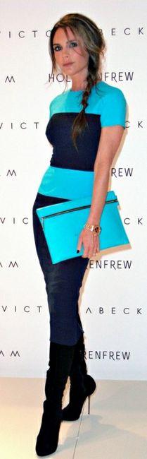 Victoria Beckham con un vestido diseñado por ella misma.