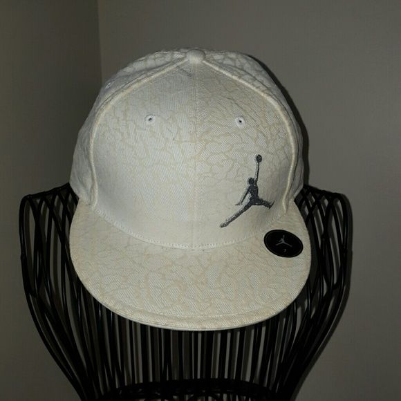 White Jordan Hat Size 7 Nice never been worn. Where it says Brooklyn by the B it has tiny bit of running on letters. And two tiny marks from storage. Possibly can be wiped out. Overall nice Hat. Jordan Other
