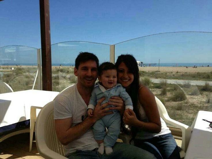 Messi y su familia q bebe bello Thiago!!