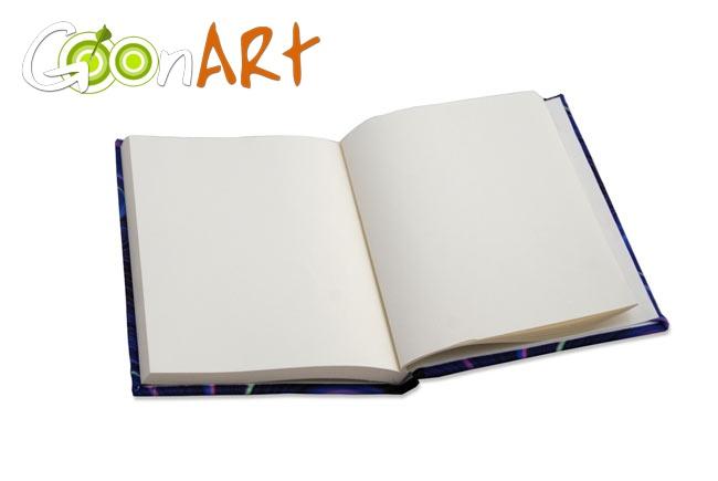 Un diario con tutti i fogli bianchi per racchiudere i tuoi pensieri e i tuoi appunti.  Una copertina da personalizzare per rendere questo diario un oggetto unico!