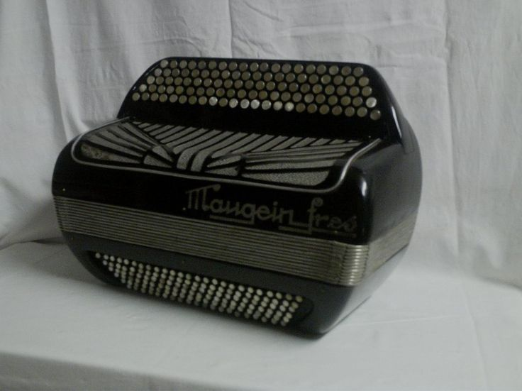Maugein Freres, Tulle, France (1946) Maurice Saint Paul's accordion