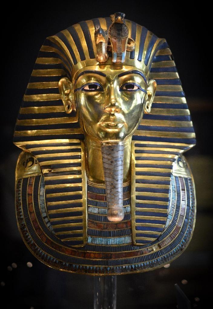 Egypt scanning for Nefertiti's tomb encouraging: minister - Yahoo News