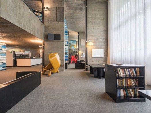 24/05/2017 - Una luce, un progetto, una scuola di pensiero. Due Architetti: Corrado Levi e Laura Petrazzini. Degli artisti e una visione di futuro. Il...