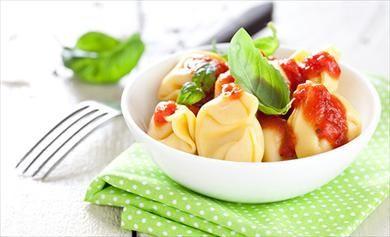 Λαχταριστά  και εύκολα τορτελίνια με σάλτσα ντομάτας!: