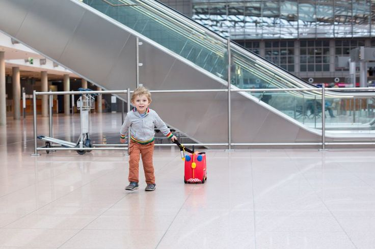 How to Entertain Children at the Airport - 2point4 Travel