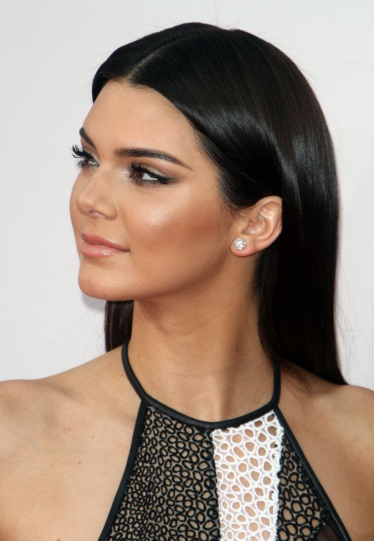 Oh No They Didn't! - The Jenner/Kardashian Klan @ the AMAs