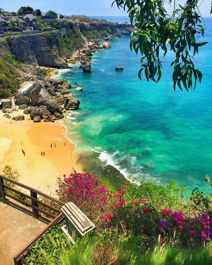 Me encantaría ir a Bali. Los colores de la naturaleza y la cultura en Bali son increíblemente bonitas!