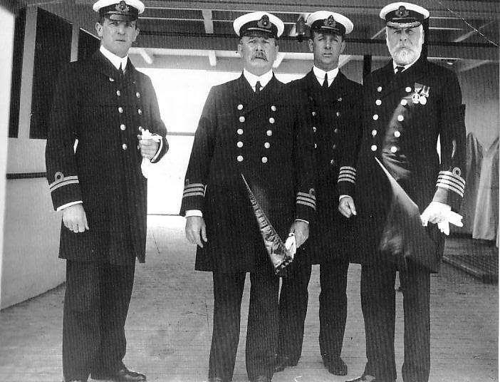 """Los oficiales del """"Titanic"""". El capitán, Edward J. Smith, es el primero por la derecha."""
