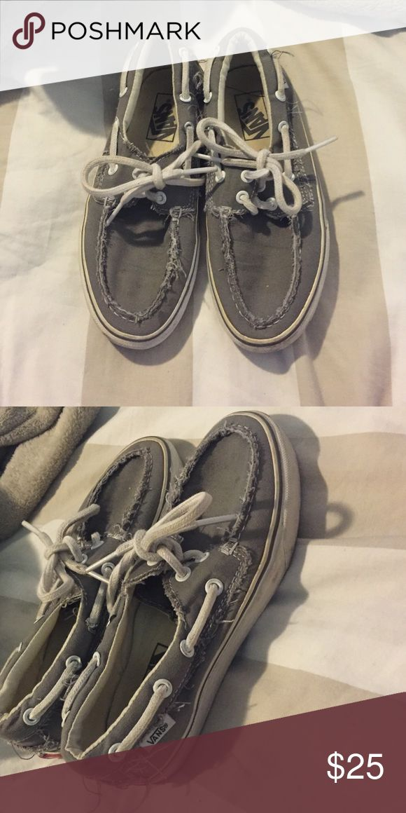 Vans Zapato Del Barco Vans zapatos Del Barco (boat shoes). Lightly worn, comfortable, great for summer. Men's 4, Women's 5.5. Vans Shoes Sneakers