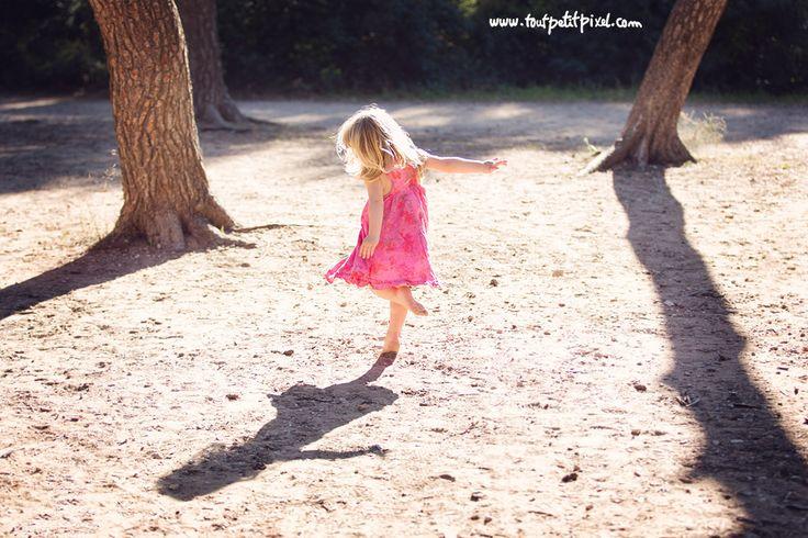 Me gusta el movimiento que sugiere el baile, las luces y las sombras proyectadas sobre el suelo