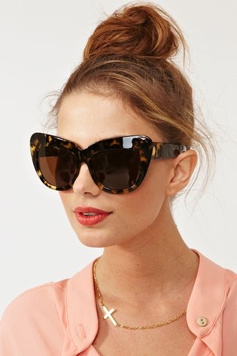 DYING for these House of Harlow Sunnies. Cat eye perfection from @NASTY GAL