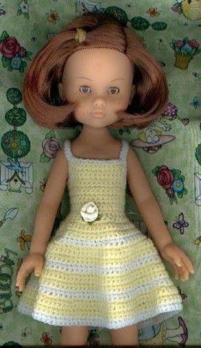 Frais matin Petite robe au crochet jaune pâle et blanche. Peut être faite en d'autres couleurs au choix. Crochet 2 et demi Fine laine jaune pâle et blanche 5 petites perles blanches ou jaune pâle, pouvant servir de petits boutons pour le dos de la robe...