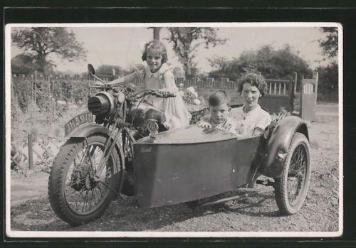 Foto-AK-BSA-Motorrad-mit-Seitenwagen-Kennzeichen-JH-5918-Mutter-mit-Kindern