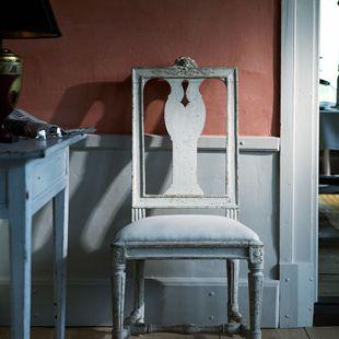 Chair Melchior Lundberg, Gustavian chair a model that was common in the 1780-1790 's. The original chair is a work of chair-maker Melchior Lundberg Sr. He was considered the foremost of all chairmaker .  Gustaviansk stol av matsalstyp av en modell som var vanlig under 1780-1790-talet. Originalet till stolen är ett arbete av stolmakaren Melchior Lundberg d. ä. som blev mästare i Stockholm 1775 och anses vara den främste av alla stolmakare.