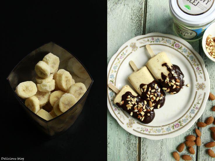 Banánové nanuky v čokoládě s mandlemi