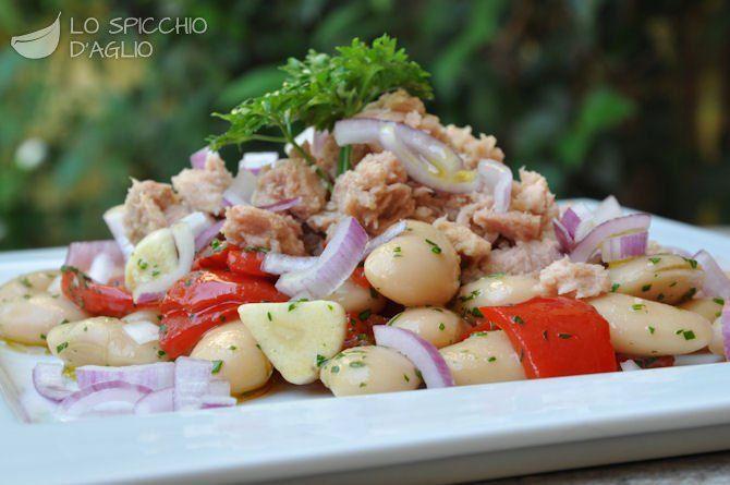 Insalata tonno, fagioli e peperoni -  Tuna fish, beans & bell pepper salad.