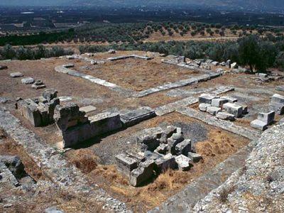 Area archeologica dell'Heraion di Argo, all'interno della quale si individua la presenta di due templi. Il primo risale alla fine dell'VIII secolo a.C., l'alto invece alla metà del V.