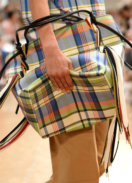 f8a959864fad Клетчатая сумка от Ports 1961 для весны и лета 2019 #bags #trends  #trendsss2019 #fashion #moda