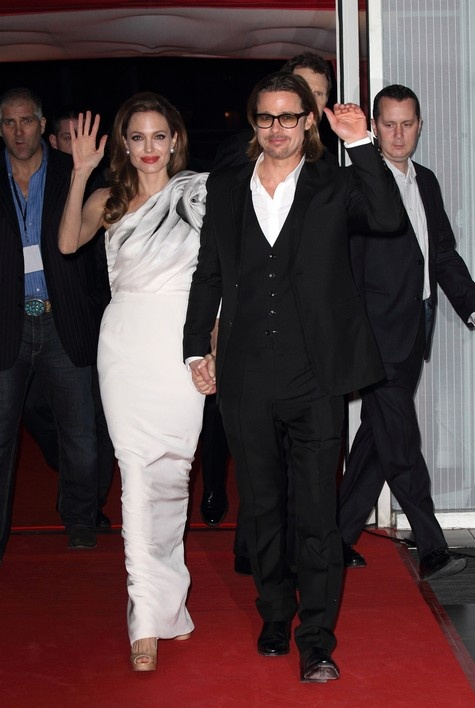 BREAKING NEWS: Angelina Jolie and Brad Pitt are OFFICIALLY engaged!!!
