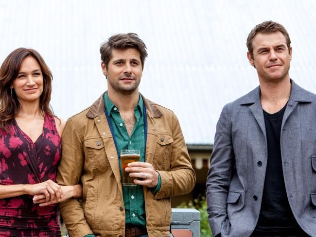 Ryan Johnson as Matt (centre) and his on-screen wife Charlie, played by Nicole da Silva.