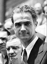 Го́вард Ро́бард Хьюз — младший — американский предприниматель, инженер, пионер авиации, режиссёр, продюсер. В конце 1960-х годов Хьюз считался обладателем первого или второго (после Пола Гетти) состояния в США, оценивавшегося, по разным источникам, в 1,4—2 млрд долларов. По утверждению Ричарда Никсона — «самый могущественный человек в мире»...