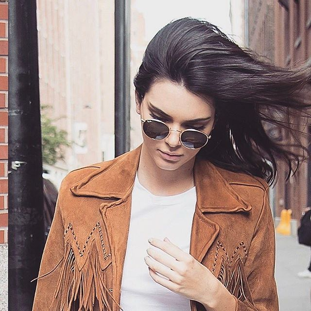 @kendalljenner con sus Ray-Ban round metal 😎 ¡El modelo que más triunfa entre las celebrities! #sunglasses #gafasdesol #rayban #raybanround #kendalljenner #fashion #sunnies #shopping #style #onlineshop #onlinestore