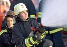 12.apagando llamas para evitar riesgos y encender vidas.