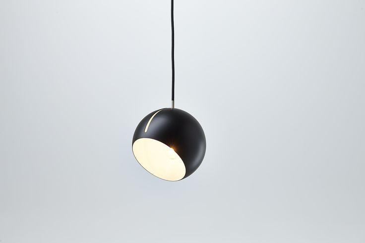 Nyta »Tilt Globe« black