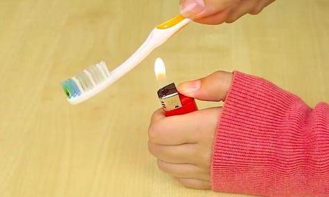 En chauffant le manche de sa brosse à dents, elle fabrique un outil impossible à acheter !