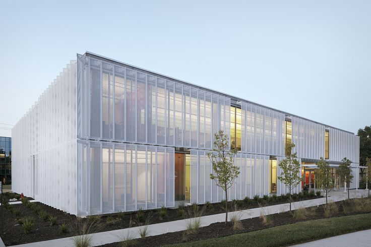 Completed in 2013 in Leawood, United StatesA developer wanted to design a speculative office building in Johnson County to attract high-tech companies. Standing in stark contrast to the beige,...