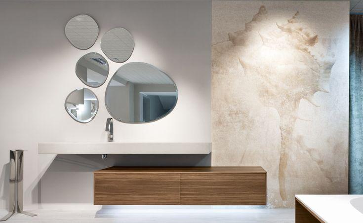 I rivestimenti in fibra di vetro idrorepellente sono un'alternativa rispetto alla ceramica, alla pietra o al mosaico
