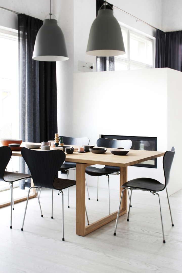 dining room fritz hansen products series 7 chair 3107 by arne jacobsen and essay table by. Black Bedroom Furniture Sets. Home Design Ideas