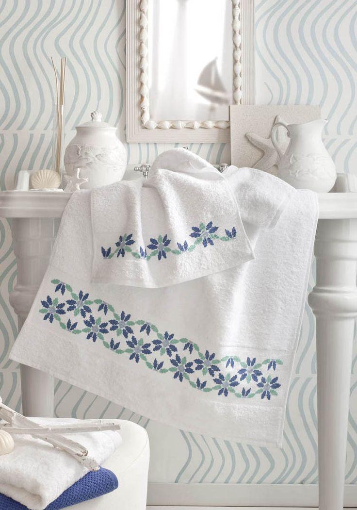 asciugamani con bordo  a punto croce
