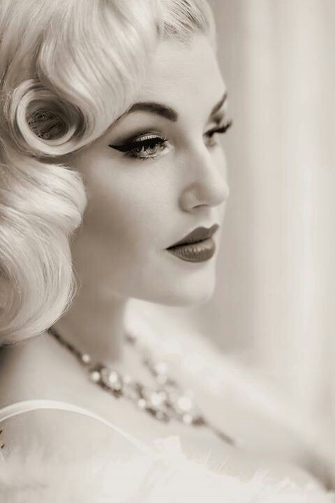 Pretty pinup hair and makeup #rockabilly #vintage