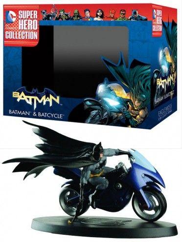 Figurine Batman & Batcycle, DC Super Héro Collection, numéroté, sculptée et peinte à la main.  La figurine est livrée en boite décor avec son fascicule, qui détail l'histoire et les anecdotes du personnage.