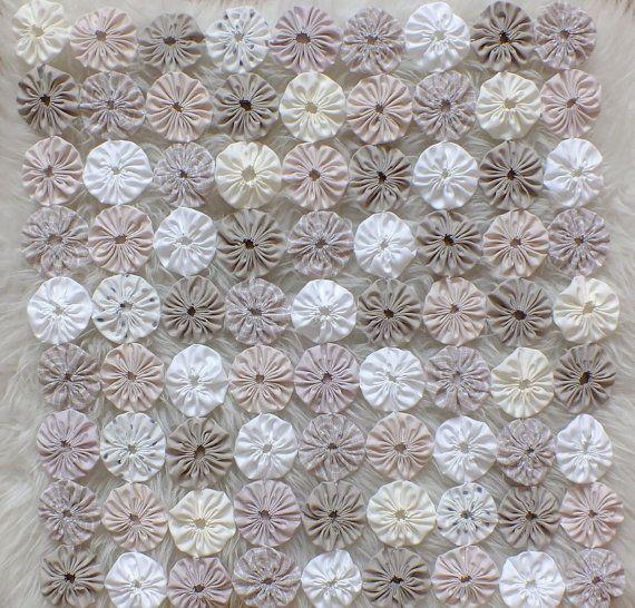 Etsy の Yo-Yo Vintage Quilt Prop Blanket by kirinati