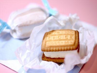 水切りヨーグルトで作るアイスクリームサンド                                                                                                                                                                                 もっと見る
