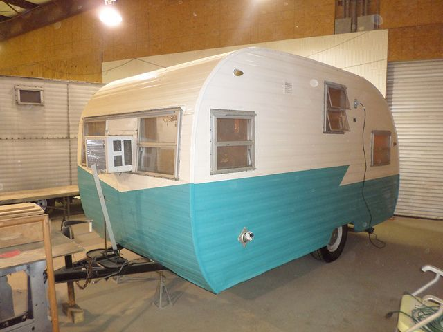 34 best images about retro trailers on pinterest retro trailers shasta trailer and vintage. Black Bedroom Furniture Sets. Home Design Ideas
