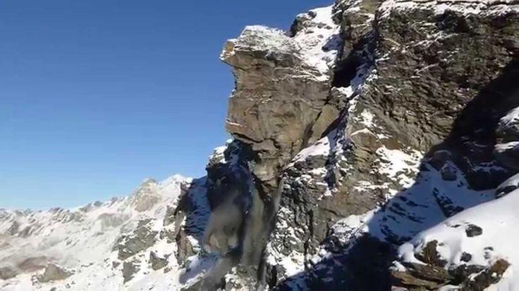 Sección Gigantesca de Montaña Colapsa