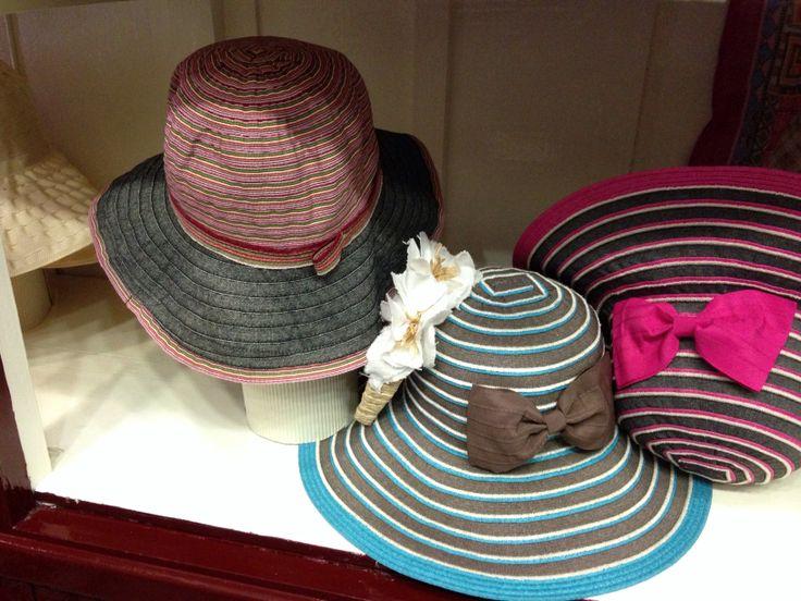 Cappelli realizzati in puro cotone. Made in Italy