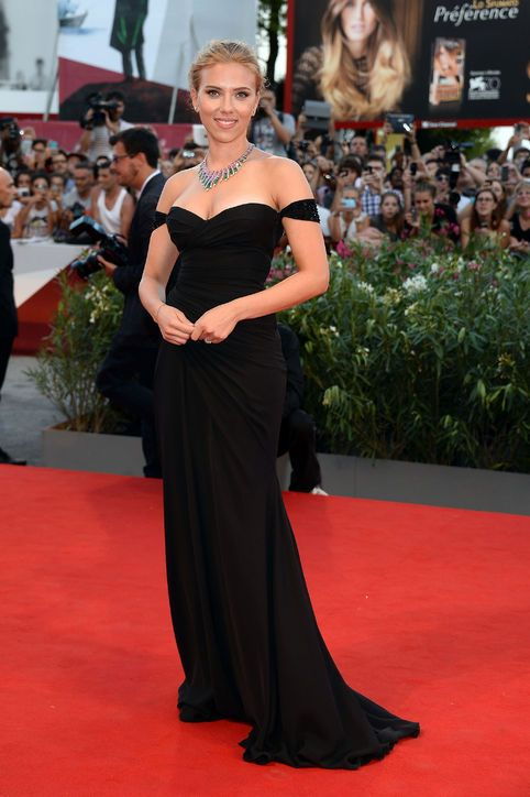 Cover Girl Scarlett Johansson is Our Style Icon of the Week, Check Out Her Best Looks!