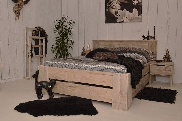 Lekker dromen maar! Geniet van dit trendy steigerhouten bed.