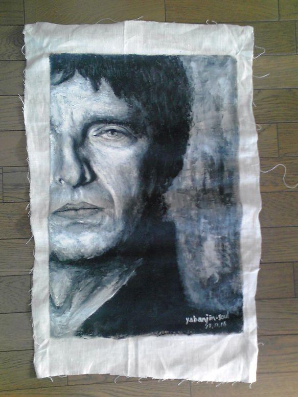 オアシスのリーダー「ノエル・ギャラガー」を麻の布にアクリル絵の具で描きました。大きさは縦70センチ、横53センチです。画材はアクリル絵の具を使用。額装しており... ハンドメイド、手作り、手仕事品の通販・販売・購入ならCreema。