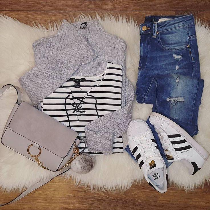 A por una nueva semana última antes de mis vacaciones  Camiseta @primark (new) Jersey @stradivarius (rebajas) Bolso @atenea_s  Pompón @elatelierr  Jeans #zara (rebajas) Adidas #footlocker  #today #look#outfitoftheday #outfitboard #outfitideas4you #instalook #instastyle #instablogger#adidassuperstar #comfylook by didiquic
