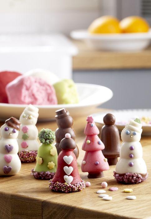 Φτιάξτε χριστουγεννιάτικα σοκολατάκια, τοποθετήστε τα σε όμορφα κουτιά κι έχετε ένα υπέροχο χειροποίητο δώρο για να προσφέρετε στους αγαπημένους σας!