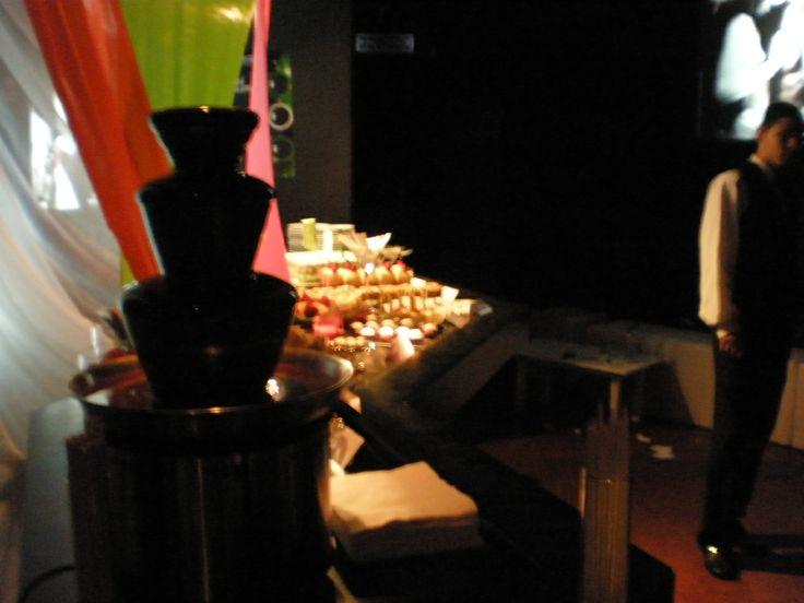 Mesa Dulce finger food con fuente de chocolate By Dulcinea de la fuente www.facebook.com/dulcinea.delafuente  #fiesta #festejo #cumpleaños #mesadulce#fuentedechocolate #agasajo# #candybar  #tamatización #personalizado #souvenir #party box #regalos personalizados #catering finger food#catering de té y chocolate