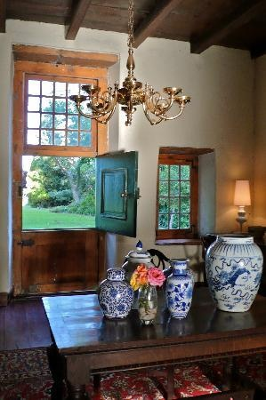 Hawksmoor House at Matjieskuil Farm, South #Africa: rustic beams, blue and white antique #vases